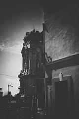 #yomochilero finding Pachuca's Clock Tower! (leozacatenco) Tags: travel blackandwhite bw blancoynegro mexico photography clocktower reloj bnw hidalgo monumental pachuca vscocam yomochilero