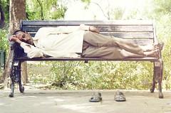 taking a nap (Michael Brockmann) Tags: travel sleeping sun india man bench nap pentax taj mahal rest indien k5 5minutes