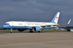 98-0002  VC-32A  US Air Force (n707pm) Tags: 980002 c32 c32a 757 boeing vip transporter usaf usairforce airport airplane aircraft 10022017 ireland einn snn coclare rineanna shannonairport cn29026 vc32 757wl sam542