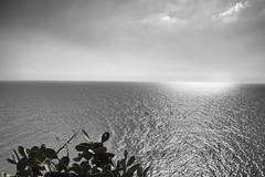Reflejos (JC Arranz) Tags: mar españa cielo bn naturaleza luz nubes cataluña reflejos gerona panoramica tossademar nikond3200