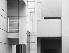 Richard Meier. MACBA #24 (Ximo Michavila) Tags: richardmeier macba ximomichavila blackwhite grey monochromatic bw building architecture archidose archdaily archiref urban abstract geometric barcelona cataluña spain museum art modern lines city