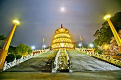 月夜天元宮 (686阿鴻) Tags: 天空 月亮 夜晚 櫻花 燈光 建築 廟宇 植物