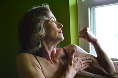 DSC_0023jj (ARDENT PHOTOGRAPHER) Tags: muscular flexing calves granny grannies skinnywomen highheels biceps