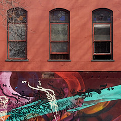 (msdonnalee) Tags: facade facciate fachada façade window ventana janela finestra fenster fenêtre shadowsonthewall miketyau mural muraldetail