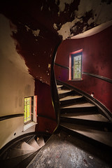 Rote Wendeltreppe (Carismarkus) Tags: abandonedplace chateaubambi chateaurouge lostplace urbex treppe wendeltreppe staircase