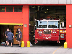 FDNY Tower Ladder 15 (Multielvi) Tags: new york city nyc manhattan fdny south street fire truck ladder 15 wall bulls seagrave 1999 st99008 aerialscope high rise roof team stphotographia