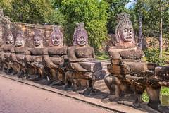 Angkor Wat - Kambodscha (Jutta M. Jenning) Tags: tempel angkorwat glaube religion asien kambodscha cambodia tempelanlage siemreap angkor angkorthom dschungel verwunschen ruinr ruinen saeule saeulen baum baeume wurzel wurzeln tempelwaechter figuren