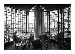 Rutina matutina. / Morning routine. (ximo rosell) Tags: ximorosell bn blackandwhite blancoynegro bw buildings arquitectura architecture nikon d750 huelva andalucía spain casino people llum luz light contrallum