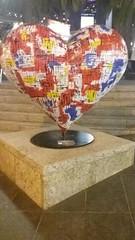 (sftrajan) Tags: unionsquare sanfrancisco night 2017 downtown heart sculpture plaza publicart corazon