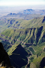 Top of Drakensberg Escarpment - View from top of the Amphitheater (Julia Kostecka) Tags: drakensbergmountains drakensbergescarpment geology rockformations sentinelpeaktrail tugelafalls chainladdertrail hiking amphitheater waterfall southafrica royalnatalnationalpark