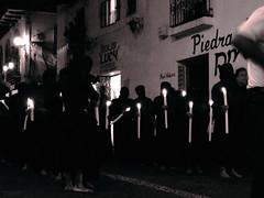 DSCF0022 (mamd_) Tags: santa color blanco luz negro pueblo colonial ciudad finepix fujifilm prueba fe semana taxco dios mágico tradición documental procesión s4000 devoción ánima flagelante encruzado
