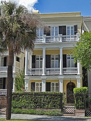 Porches and Pillars (Atelier Teee) Tags: southcarolina charleston pillars porches southbattery atelierteee terencefaircloth