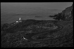 El camino hacia la luz (Baskerville79) Tags: road sea blackandwhite bw españa lighthouse black blancoynegro faro mar spain europa europe camino carretera bn galicia atlántico acoruña océano cedeira noroeste