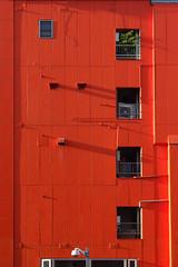 20130823-DSC09215-PUB (antoine318) Tags: summer texture rouge soleil construction vert été fr extérieur fenêtre japon couleur quartier urbain urbaine