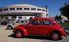 Plaza de Torosde Navalcarnero, Madrid (Caty V. mazarias antoranz) Tags: autos escarabajo coches rojos cocheshistricos comunidaddemadridmadridspainespaacitroen 2cvescarabajos