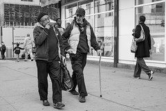 Brooklyn (Natalie_2105) Tags: world street camera city nyc portrait bw white newyork black eye souls 35mm lens photography 50mm flickr moments fotografie faces candid scene best explore stadt natalie webb brooklynusa strassenfotografie flickrriver schleutermann scrout