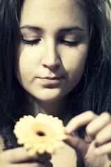 230/365 (zsuzsmo) Tags: portrait selfportrait flower girl lady self canon project eos rebel 365 zsuzsi project365 365days 550d t2i 230365 canon550d zsuzsmo drg drgzsuzsi