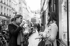 ~ multitasking ~ (Janey Kay) Tags: paris hiver streetphotography fujifilm parigi wintersunshine paryz parisinblackandwhite parisennoiretblanc janeykay photographiedelarue fujifilmxpro1 fujinon35mm14 february2014 fvrier2014 janekerrigan