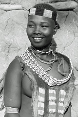 Hamer Ethiopia-2 (Olivier DARMON) Tags: africa portrait white black noir skin african details tribal tribes tribe nudity et scarification femmes afrique oubliés blancblack africantribes olivierdarmon detailsethiopia incisiondelapeau lasttribes