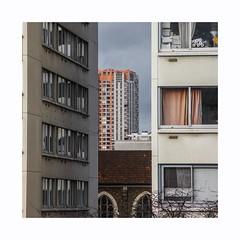 Boulevards extérieurs (hélène chantemerle) Tags: bâtiments ciel extérieur façades fenêtre photosderue rideaux rue urbain gris bleu orange buildings street windows curtains grey blue sky