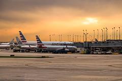 Retour en France (Lucille-bs) Tags: amérique etatsunis usa illinois chicago aéroport sunset avion tarmac coucherdesoleil finduvoyage ohareinternationalairport airport
