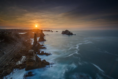19022017.jpg (intxaur) Tags: longexposure largaexposición costa rocas mar santander cantabria horadorada atardecer loshurrosd paisaje
