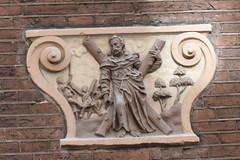 Gevelsteen met Andreas er op (zaqina) Tags: andreas andreaskruis gevelsteen nieuwmarkt hendrick de keijser st luciënsteeg