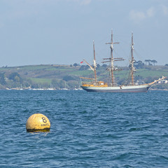 Carrick Roads (Tim Green aka atoach) Tags: buoy buoyant