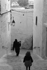 despedida, Chaouen, marzo 17. (Esperanza L) Tags: blackandwhite travel marruecos street blancoynegro