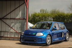 Having a rest (NaPCo74) Tags: lurcy levis objectif circuit track trackday nevers france sport sportscar gt v6 clio renault french dieppe alpine blue bleu avia