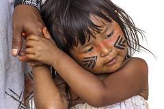 Criança Guarani (Rita Barreto) Tags: índia índiaguarani criançaindígena criançaguarani menina garota etniaguarani boraceia litoralnorte estadodesãopualo brasil diadoíndio festadoíndio