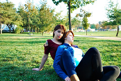 DSC_0421 copia (daniel_soprole) Tags: family familia exterior exteriores shooting mujer mujeres hermanas sister dia day green redhead pelirroja