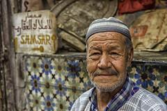 PORTRAIT OF A KEYMAKER IN THE MEDINA OF MARRAKECH (Pedro Orihuela Orellana) Tags: nikonflickraward marrakech portrait nikon d7200 sigma morocco maroc keymaker samsar cerrajero