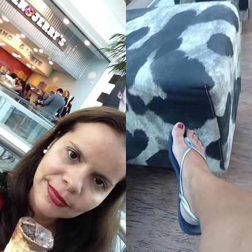 Trouxe minha sandália para tomar sorvete #me #nofilter #chocolate #addicted #benandjerrys #icecream