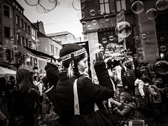 pocahontas.and.the.bubbles (grizzleur) Tags: karneval carnival costume dressup bubbles street streetphotography streetportrait streetlife candid candidphotography candidportrait candidstreetphotography indian pocahontas olympusomdem5mkii olympusm17mmf18 bw mono monochrome