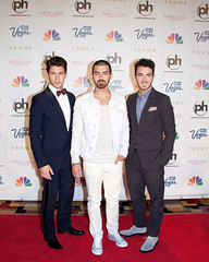 (Jonasbesties) Tags: vegas usa kevin brothers candid nick joe miss jonas 2013