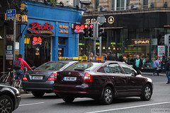 Dublin Taxis: Merc or Skoda (Can Pac Swire) Tags: county city ireland dublin shop restaurant store cab taxi centre central co 24 spar outlet taxicab damestreet ricksburgers éire republicof aimg2236
