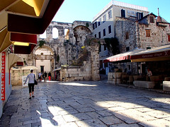 Inside Diocletian's Palace (altamons) Tags: trip travel vacation holiday holidays europe croatia unescoworldheritagesite diocletian walls split diocletianspalace altamons seekingscience