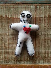 Voodoo (anuska.nardelli) Tags: monster boneco doll handmade artesanato felt feltro voodoo monstros alfinetes