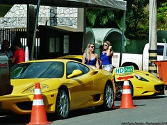 Ferrari 360 Modena e Ferrari California (Joo Paulo Fotografias) Tags: california brazil cars brasil lumix photography flagra go 360 automotive super ferrari panasonic brazilian 40 paulo modena fz fotgrafo joo goinia ruas supercars gois captura gyn machina automotivo exclusivos flagras esportivos extics