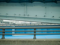 run_1320111 (strange_hair) Tags: run blue bridge tokyo japan street toyosu