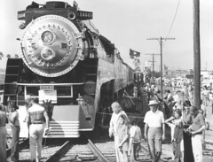 People, 1976 (clarkfred33) Tags: people crowd stpetersburg americanfreedomtrain sp4449 famouslocomotive historiclocomotive 1976 daylightlocomotive stpetersburghistory vintage vintagephoto