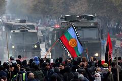 Marcha 1 de mayo de 2016 (omargallardo138) Tags: marcha 1demayo trabajadores derechos 2016 fotoperiodismo santiago chile reporterografico diadeltrabajador trabajador enfrentamientos mapuche bandera