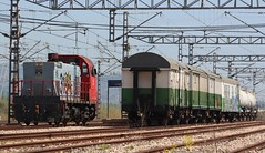 Venga, que cambio de lado enseguida y volvemos (mabra68) Tags: herbicida sintra 310 locomotora tractor