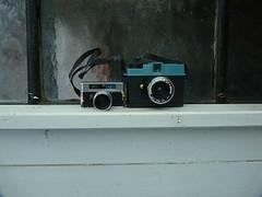 zwei Minis (QQ Vespa) Tags: fotoapparat kamera camera bell 14 diana mini dianamini vintage classic old kleinbild lomo lomography 14x14 17 goodmanbell 5mm bellhowell miniature miniaturespycamera analog