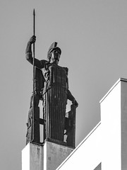 ... Minerva en la terraza ... (Lanpernas 3.0) Tags: atenea terraza diseño escultura esculpture madrid cielo diosa minerva círculodebellasartes