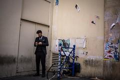 Paris, Galeries Lafayette (Matyeuh) Tags: paris street streetphotography rue photographiederue colorstreet work travailpause break smoking