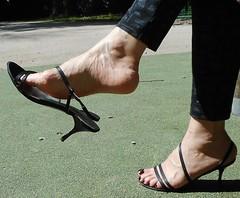 San Marina sandal 11 (lola itchiludo heels) Tags: chaussure scarpe feet feets fetish foot footfetish heels mules toenails pied pieds pie pies sandal sandals sandale sandalia sandalias sexy shoeplay shoes stiletto tacone tacones talon zapato toes sandaletten fuss fetichisme dandling