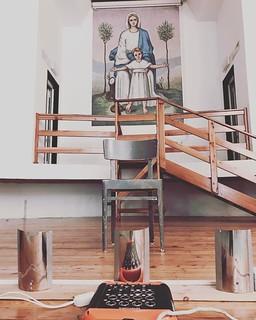 Sorveglianza speciale per la 131esima replica di Malabrenta questa mattina a Porto Viro (RO) #teatrobresci #theaterlife #theatrelife #fondcariparo #attivamente #tournée #madonninapensacitu