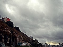 Cielos (Aprehendiz-Ana Lía) Tags: fotografía photo flickr cielo tormenta nubes city ciudad mdq atardecer argentina riscos camino street cloud acantilados digital nwn analialarroudé exterior